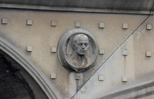 reliéf arch. Pavla Janáka